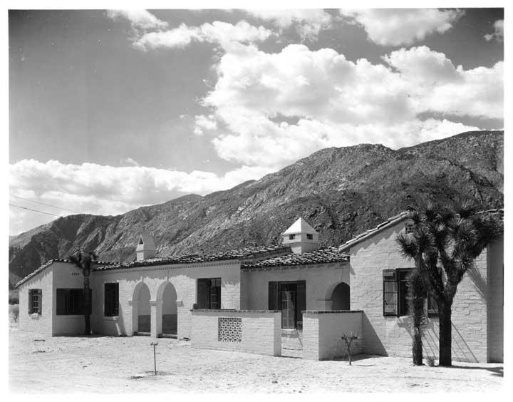 Divine Desolation A Little Historic Palm Springs Architecture Paradise Leased