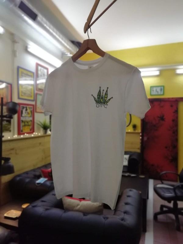 Camiseta del staff con logo pequeño
