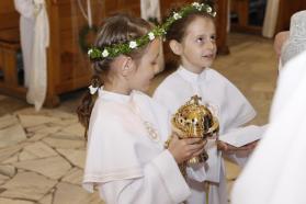 Dar dzieci i rodziców dla parafii - nowa kadzielnica