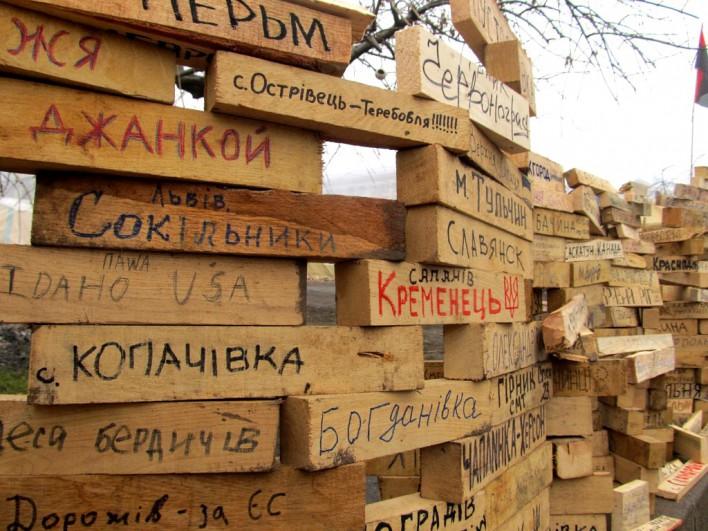 Zobaczyć można klocki z nazwami miast z całego świata. Fot. Bartek Szaro