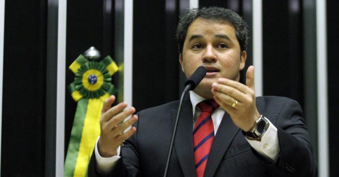 Efraim Filho celebra liberação de recursos do MEC para a universidades federais