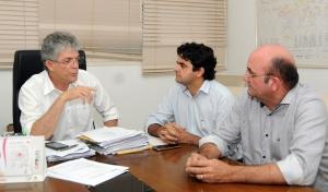 Ricardo recebe prefeitos e reafirma parcerias para o desenvolvimento dos municípios