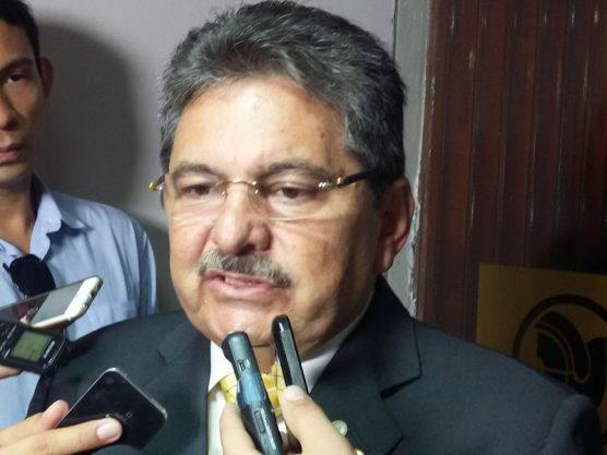 Deputado licenciado elogia João e alfineta pré-candidatura