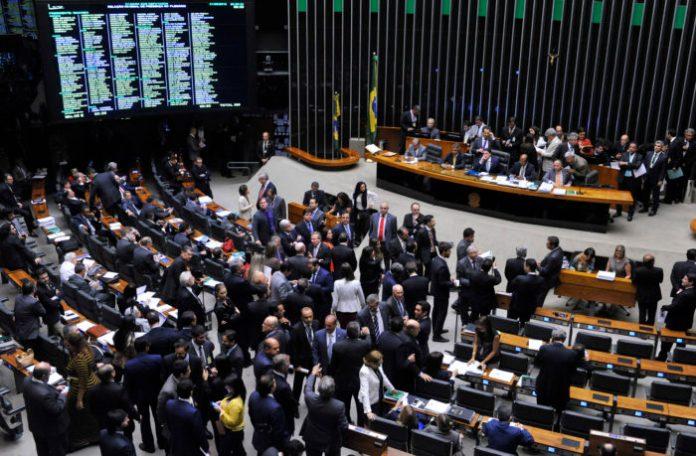 Janela partidária: pelo menos 15 deputados já trocaram de legenda, dentre eles um paraibano