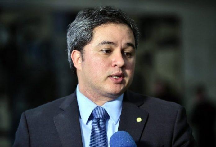 Efraim se reúne com presidente nacional do DEM e pedirá autonomia para compor com PSB na PB