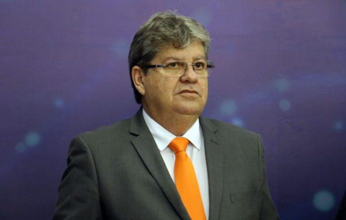 Debate TV Manaíra: João anuncia concurso anual para PM e contratação de 4 mil novos professores