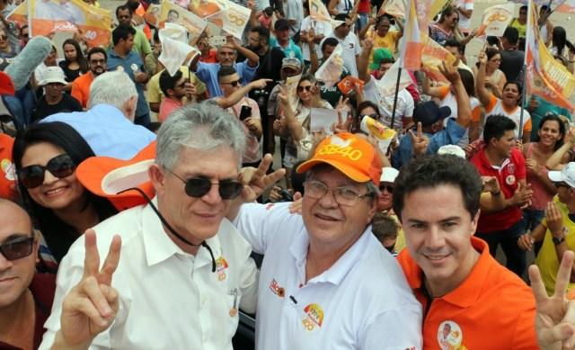 Ao lado de RC, Vené e Couto, João comanda 'Caravana do Trabalho' no Curimataú