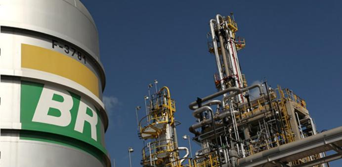 Petrobras reduz em 3,5% preço da gasolina nas refinarias a partir desta terça