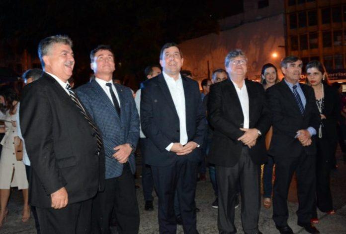 Gervásio inaugura iluminação natalina do Centro Administrativo da ALPB