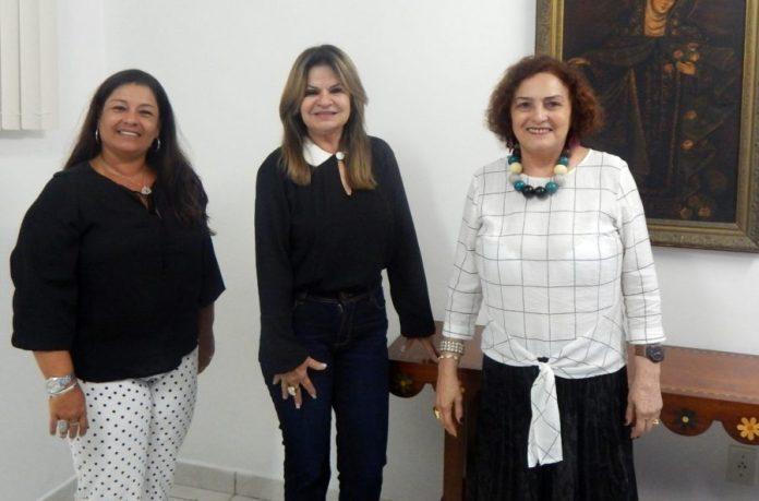 Primeira-dama do Estado, Ana Lins é recebida pela presidente do Cendac