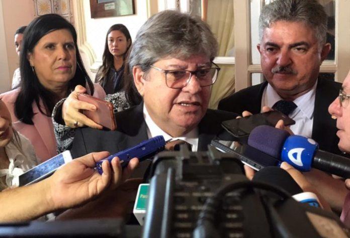 João Azevêdo confirma preferência do governo por Galdino e Hervázio; ouça