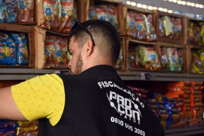 Procon municipal fiscaliza lojas de conveniência na cidade de Patos