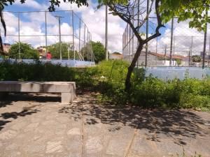 Praças de João Pessoa estão mais abandonadas do que sua disposição de manter dieta no São João