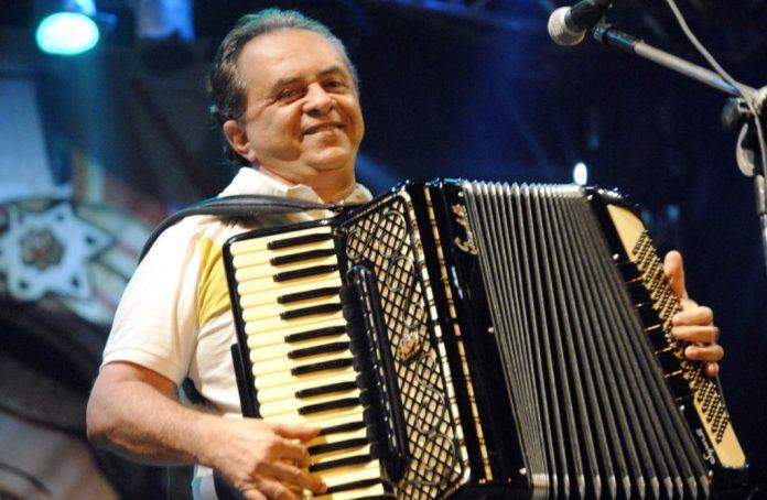 Flávio José se apresenta neste sábado no Arraiá de Cumpade, em Galante
