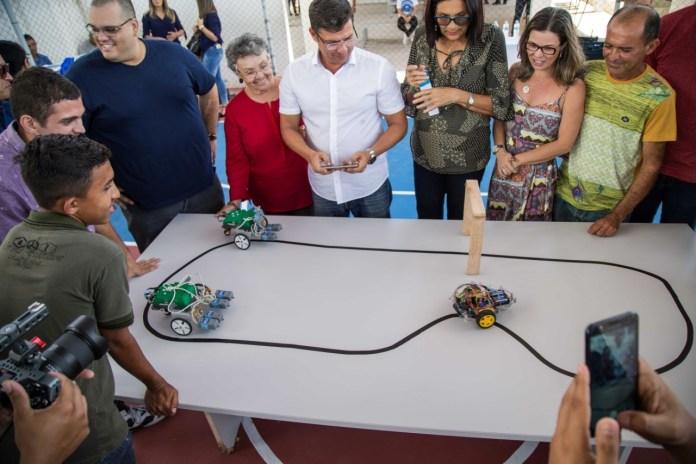 Alunos da rede municipal de ensino são contemplados com kits de robótica