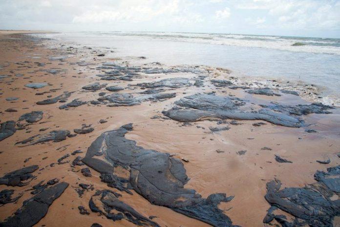 Polícia Federal abre inquérito para investigar manchas de óleo em praias da PB