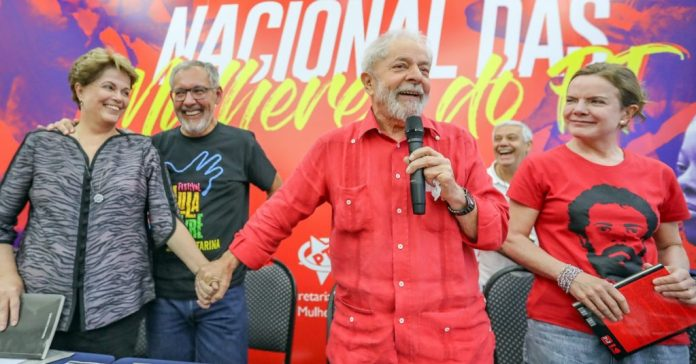 Lula se emociona ao contar como lutou para dominar o ódio dentro da prisão
