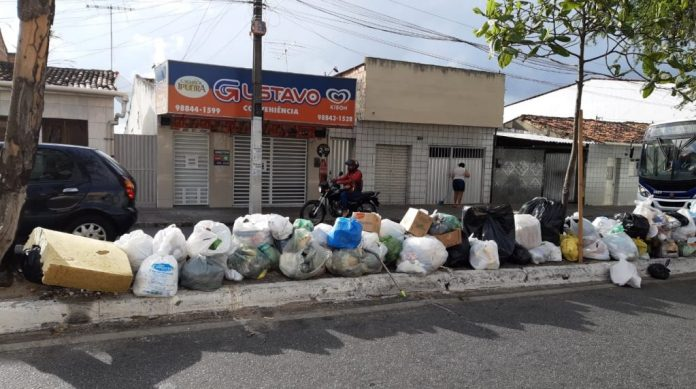 Apresentador da Arapuan diz que falta de pagamento da PMCG deixa cidade tomada pelo lixo