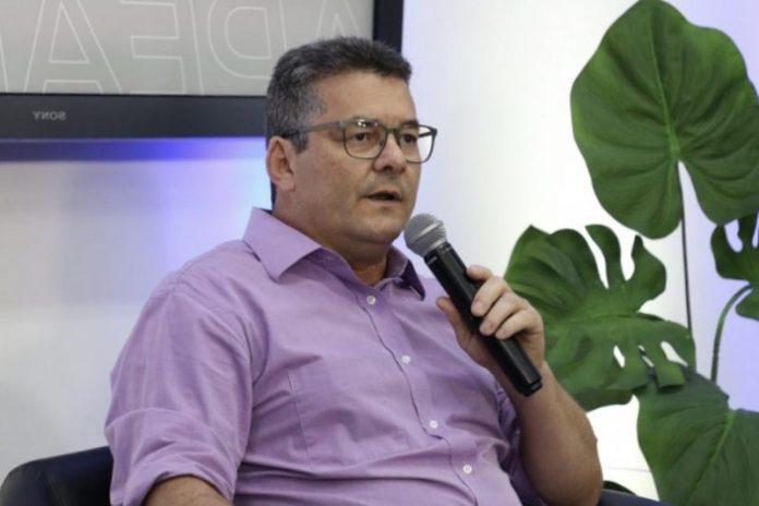 Professor paraibano é nomeado por Renan novo secretário de Educação de Alagoas