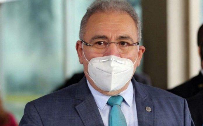 Ministro paraibano descarta possibilidade de paralisar vacinação no Brasil