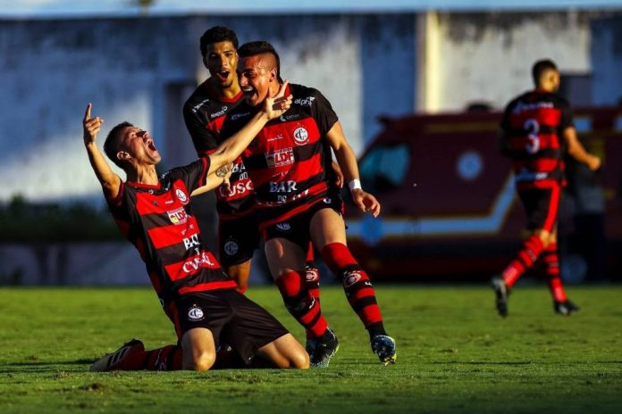 Campinense vence o Sousa e fica a um empate de conquistar o Paraibano