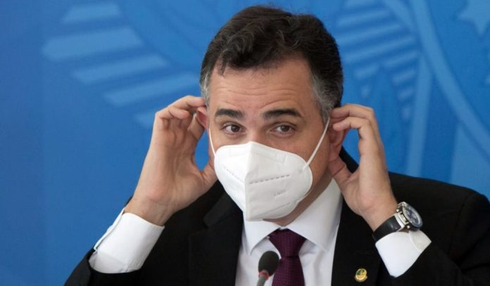 """Presidente do Senado diz que defensores de golpe são """"inimigos da nação"""""""