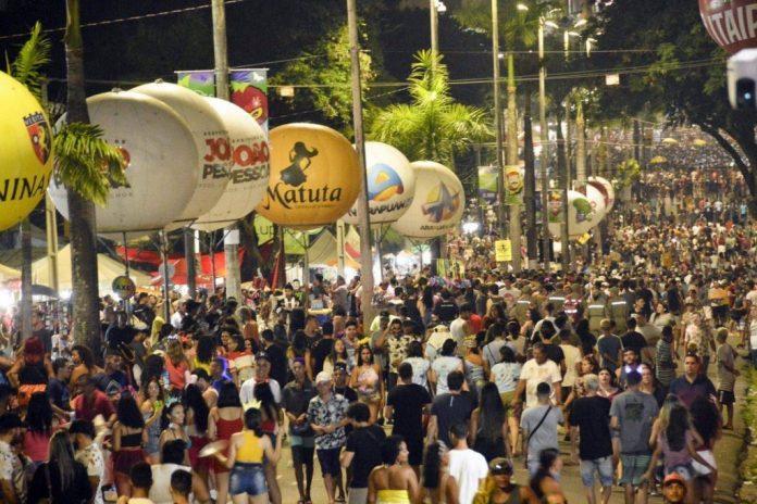 Sem folia: fundador da Anvisa descarta realização do Carnaval de rua em 2022