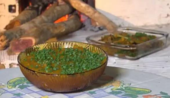 frango-caipira-com-pirao-de-farinha-mandioca