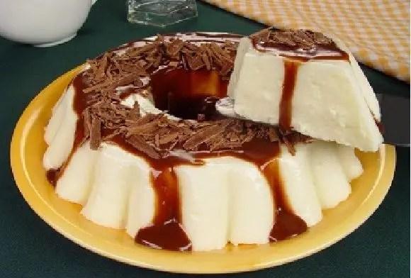 manjar-branco-com-calda-de-chocolate