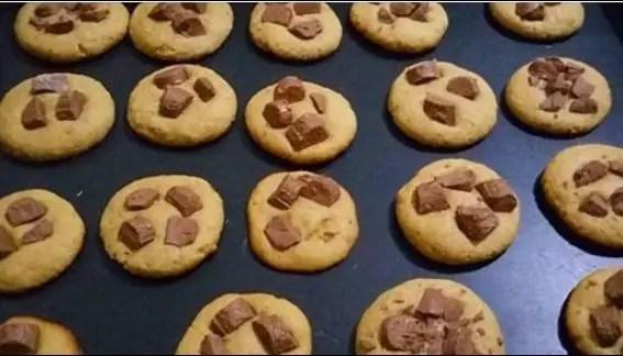 receita-de-cookies-com-gotas-chocolate