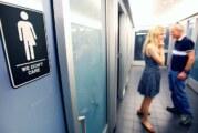 Gobierno de EU lanza guías para uso de baños a estudiantes transgénero