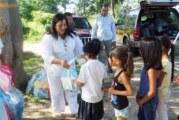 Entrega DIF apoyos escolares a niños de Rancho Nácar y Arboledas