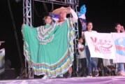 Puerto Vallarta disfruta del espectáculo del folclor