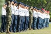 Rinden protesta de bandera jóvenes del SMN