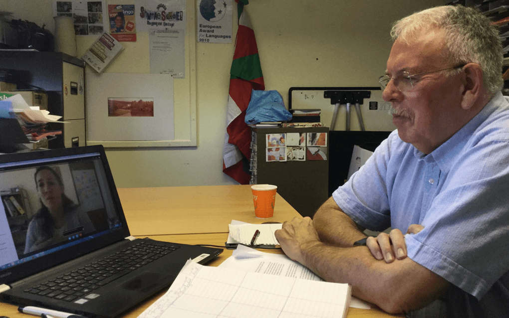 Dysgwr y Flwyddyn Finalist Hugh Brightwell talking with Jessica Jones over Skype