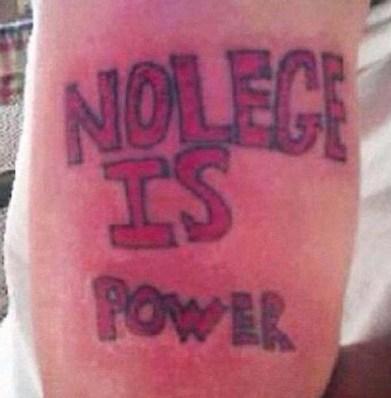 """3.) Conocimiento es poder, lo unico que en ingles se escribe """" Knowledge"""" lol."""