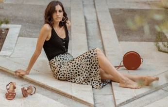 realisation-par-naomi-leopard-silk-skirt-aria-di-bari-french-street-style-blogger-knit-tank-top-zara-balzac-paris-bocage-summer-outfit-editorial-5