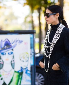 3v28qi-l-610x610-jewels-fashion+week+street+style-fashion+week+2016-fashion+week-paris+fashion+week+2016-black+dress-knitted+dress-knitwear-necklace-pearl+necklace-sunglasses-black+sunglasses