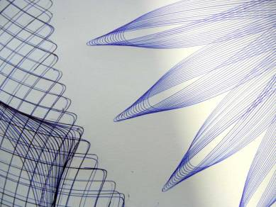 Detail of the big blue and black epitrochoid hypotrochoid parametric drawing.