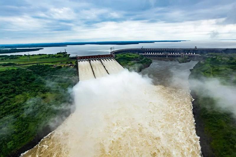 Usina de Itaipu e de Três Gargantas, na China, acumulam dois recordes históricos
