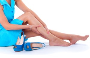 Essas são as dicas definitivas para se livrar do inchaço das pernas, do rosto e da barriga no verão
