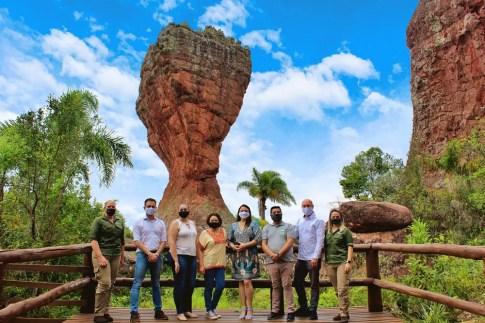 diretoria e executivo do Ponta Grossa Convention junto a equipe do Parque
