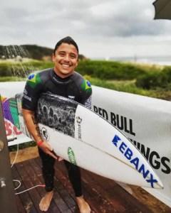 Atleta paranaense Peterson Crisanto evolui para mais uma etapa do Circuito Mundial de Surf
