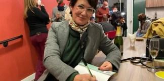 A autora autografou os livros em espaço cultural do Hostel Bebel - Foto: Bebel Ritzmann