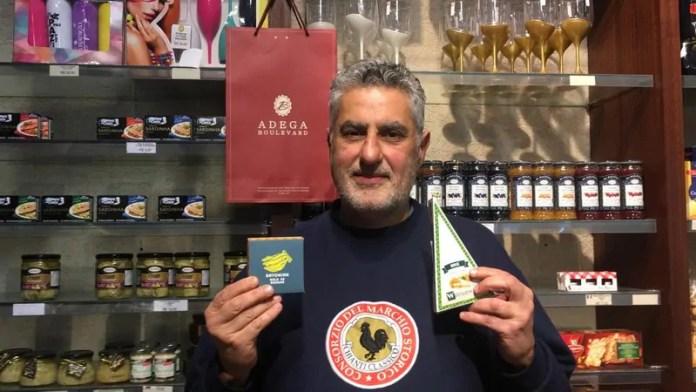 Empresário Carlos Feliz disponibiliza produtos com IG nas três adegas que tem em Curitiba (Crédito - Alex Moreira)