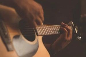 4 atividades de musicoterapia para praticar em casa