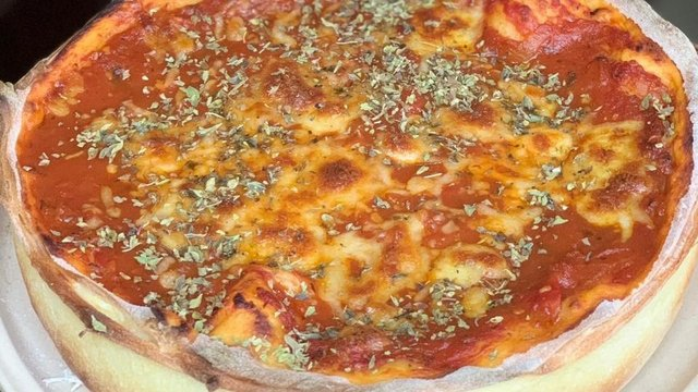 Pizzaria especializada em pizzas estufadas inaugura em Curitiba