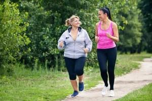 Caminhar 30 minutos por dia após sofrer um derrame reduz em 54% risco de morte precoce, diz estudo