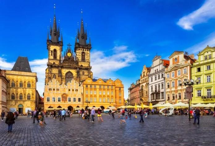 Pela primeira vez, a República Tcheca reúne 24 universidades em uma feira virtual gratuita para brasileiros