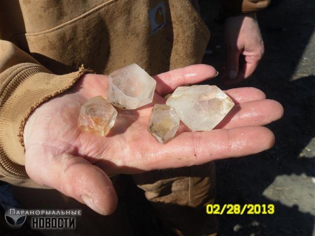 Quartz from Murphy's Cave Levitating stones Levitating stones